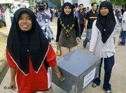 Women carrying a ballot box in the province of Pattani, Thailand – participation and integration will tame radical Islamism in Southeast Asia, experts say (Photo: AP)