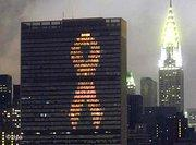 AIDS bow at the UN building in New York (photo: AP)