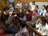 A class of an elementary school visits a Hamburg mosque (photo: Wolfgang Weihs)