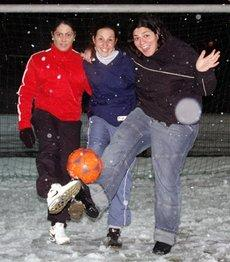 Safije, Vicky and Paros (photo: Stephan Schmidt)