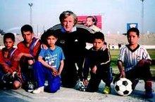 Holger Obermann and some of his stars of the future (photo: Streetfootballword.org)