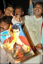 Indian men burning a poster picturing actor Aamir Khan (photo: AP)