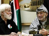 Uri Avnery and Yasser Arafat (photo: dpa)