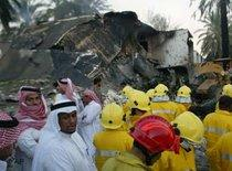 Attack in Riyadh - A bulldozer moves rubble from the smoldering ruins of a house (photo: AP)