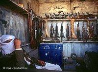 Illegal weapon market in Marib (photo: dpa)