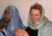 Inge Missmahl, right, next to a patient (photo: Martin Gerner)