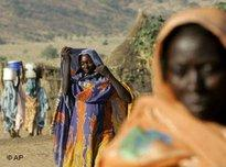 Refugees from Sudan's Darfur ethnic conflict who have fled to Chad (photo: AP)