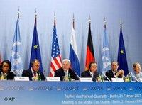 From left to right: Condoleezza Rice, Sergej Lawrow, Frank-Walter Steinmeier, Ban Ki Moon, Javier Solana, Benita Ferrero-Waldner (photo: AP)
