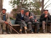 Old men sitting on a bench in Stepanakert (photo: DW)