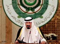 Saudi King Abdullah bin Abd al-Aziz talks during the opening session of the Arab summit in Riyadh, Saudi Arabia, March 28, 2007 (photo: AP)