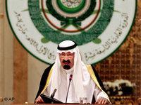 Saudi King Abdullah bin Abd al-Aziz talks during the opening session of the Arab summit in Riyadh, Saudi Arabia, March 28, 2007 (photo: AP)