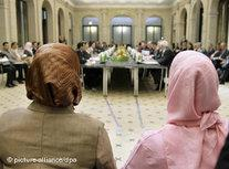 Veiled Muslim women are attending the second German conference on Islam (photo: dpa)