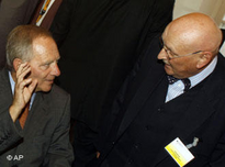 Interior Minister Wolfgang Schäuble and the Chairman of the German Central Council of Muslims Ayyub Köhler (photo: AP)