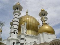 Masjid Ubudiah mosque in Kuala Kangsar, Malaysia (photo: GNU Free Documentation License)
