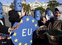 Demonstrators against the Euromediterranean summit in Barcelona (photo: AP)