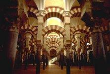 Interior of the Mezquita (photo: Wikipedia Commons)