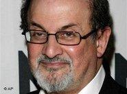 Salman Rushdie poses for a picture before the gala presentation of the Montblanc de la Culture Award in New York, 2 May 2007 (photo: AP)