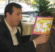 Abdullah Demirbaş at the launch of a multilingual children's book in Diyarbakir (photo: Arian Fariborz)