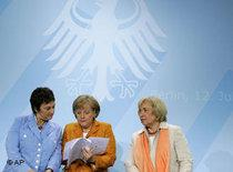 Chancellor Angela Merkel, center, after the second integration summit in Berlin (photo: AP)