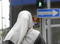 Veiled muslim woman in Frankfurt (photo: AP)