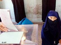 Moroccan women cast their vote for the Parliamentary elections in Casablanca (photo: AP)