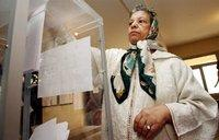 A senior lady at the ballot box in Morocco on Friday, 7 September 2007 (photo: AP)