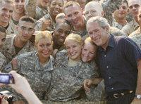 US President Bush with Soldiers (Photo: AP)
