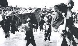 Palestinians on the flight (photo: &copy Verlag Zweitausendeins)