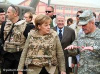 German chancellor Angela Merkel (center) in military gear (photo: dpa)