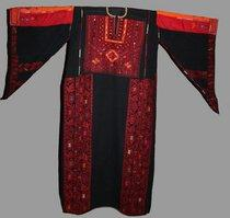 Palestine embroidered dress (photo: © www.palestineheritage.org)