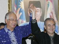 Defence Minister Najib Razak (left) and Prime Minister Badawi (right) (photo: AP)