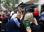 Iraqi refugees outside the UN office in Damascus (Photo: AP)
