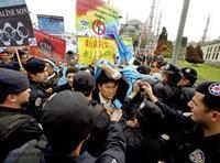Uighurs demonstrate in Istanbul (Photo: dpa)