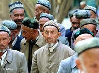Uighurs onthe way to the mosque (Photo: AP)