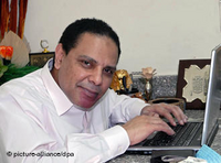 The author Alaa Al-Aswani sits at his laptop (Photo: Ammar Abd Rabbo/dpa)