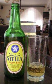 A bottle of Egyptian Stella Beer on a bar table (Photo: © commons.wikimedia.org)