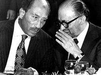 Egypt's President Sadat, left, and Israel's Prime Minister Begin (photo: dpa)