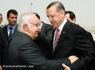 Syrian Prime Minister Mohammad Naji Otari greets his Turkish counterpart Recep Tayyip Erdogan upon his arrival at Damascus airport, Syria on 26 April 2008 (photo: dpa)