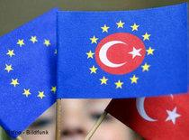 Turkish and EU flags (photo: dpa)