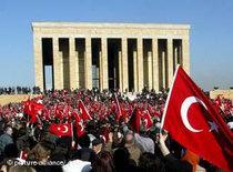 Turkish secular groups gathered for an anti-Islamist demonstration in Ankara (photo: dpa)