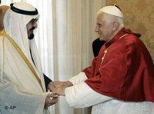 King Abdullah visits Pope Benedict XVI (photo: AP)