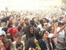 Morrocan hippie crowd in front of the stage (photo: David Siebert)
