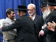 Ahmadinejad and Yisroel Dovid Weiss (photo: AP)