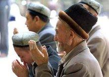 Uighur praying (photo: AP)