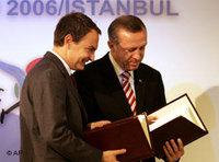 Zapatero, left, and Erdogan (photo: AP)