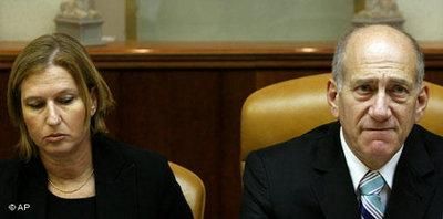 Livni and Olmert (photo: AP)