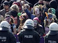 Police and demonstrators in Cologne (photo: AP)