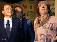 Italian president Berlusconi visits Muammar Gaddafi in Lybia (photo: AP)