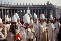 Gathering of bishops on the 2nd Vatican Council (photo: Peter Geymayer)