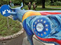 EU cattle sculpture (photo: AP)